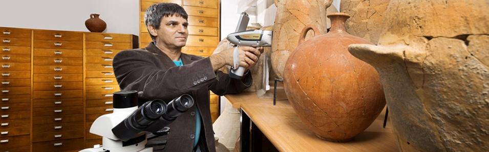 ארכיאולוגיה במעבדה ובמוזיאון